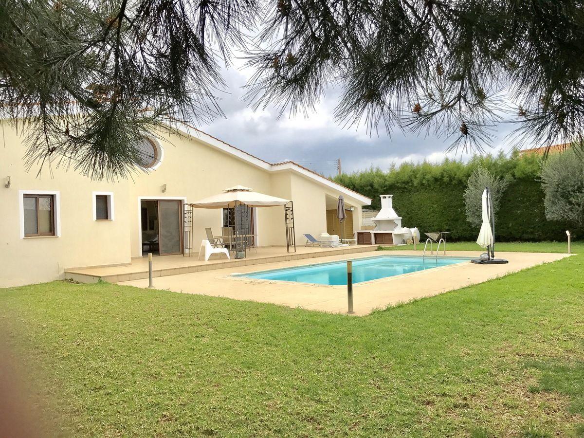 Luxury 4 bedroom Venus villa with swimming pool