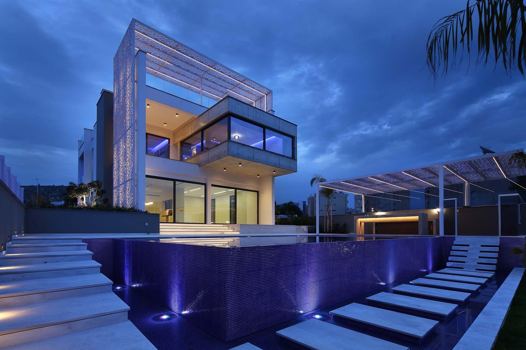 Luxurious Villa near the sea