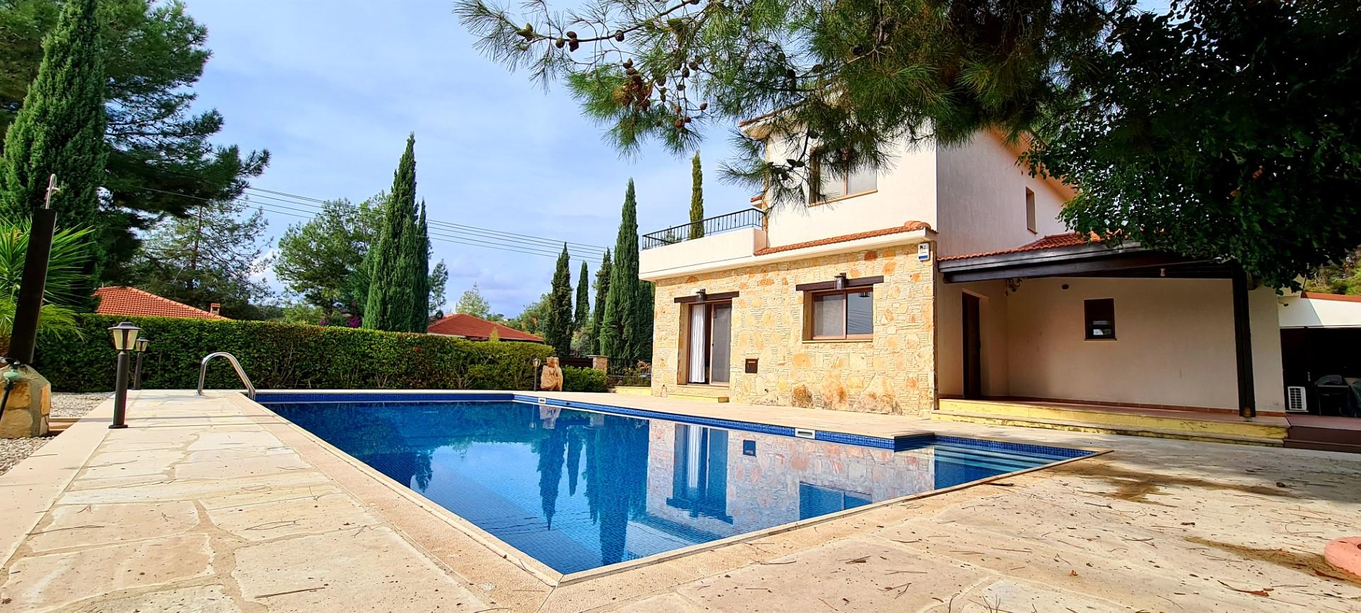 There bedroom Impressive Villa in Souni