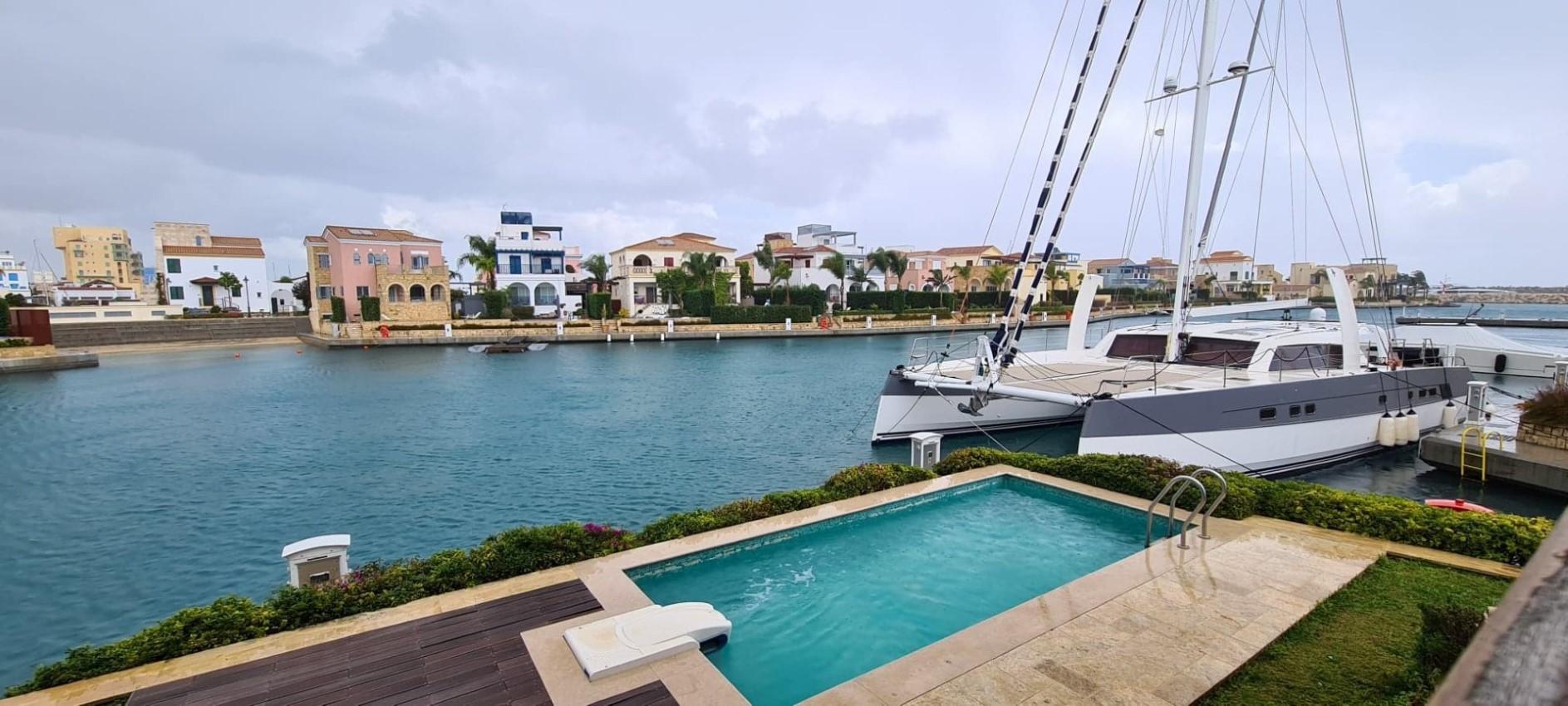 Four bedroom Villa on the sea