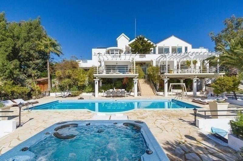 Exclusive 6 bed Villa at Agios Tychonas
