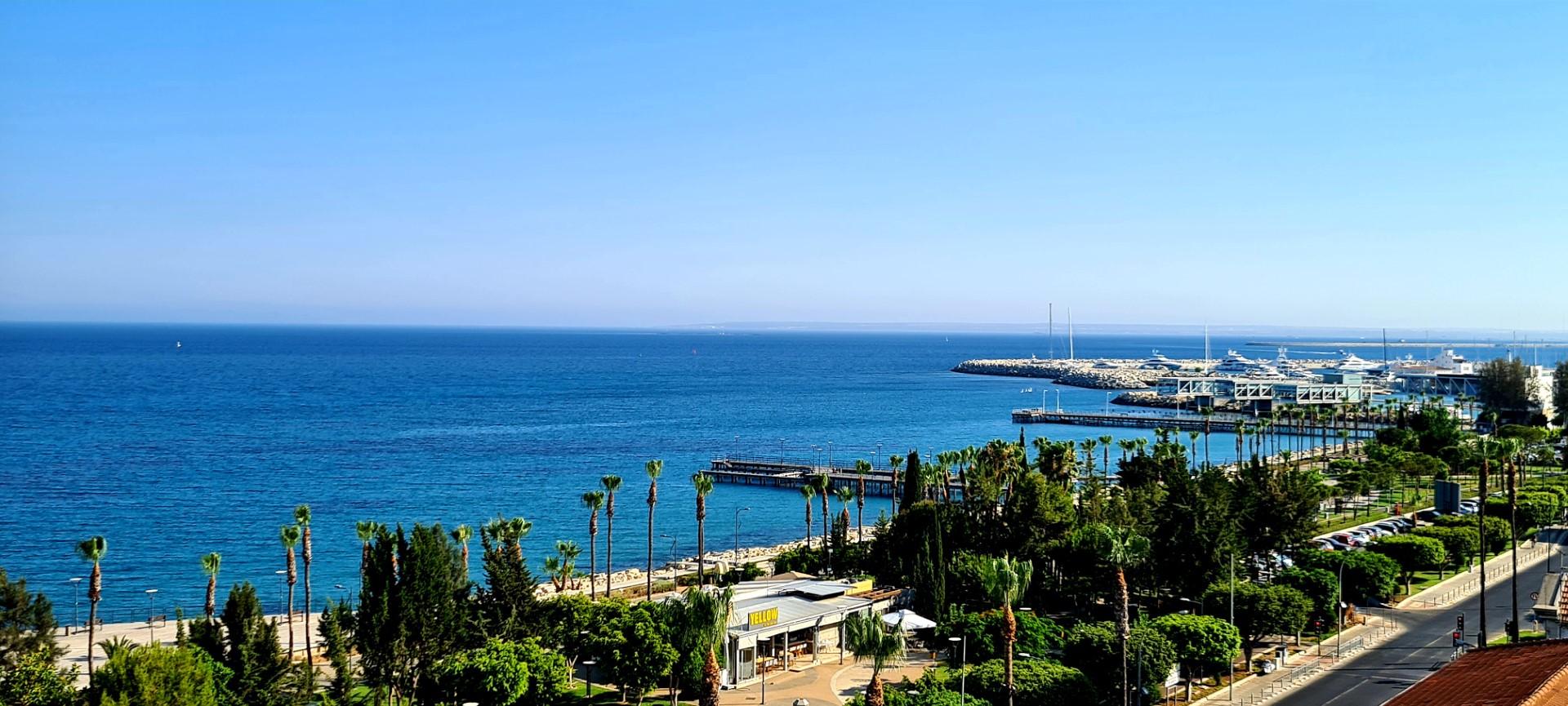 Sea view apartment at Molos